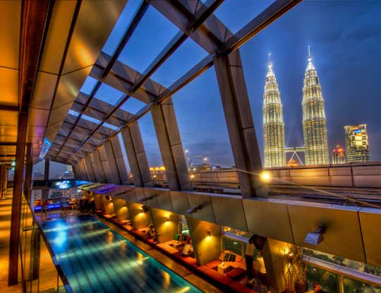 Sky Bar im 33 Stock des Traders Hotel in Kuala Lumpur - © flickr.com -flickr.com -Stuck in Customs